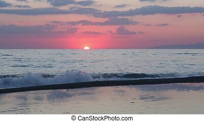 Sunset on sea beach timelapse - Beautiful tropical sunset on...
