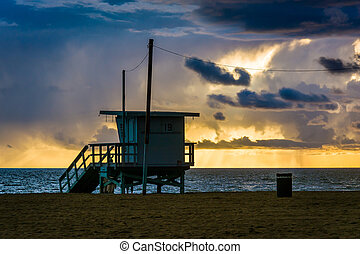 Sunset over a lifeguard tower and the Pacific Ocean, in Venice B