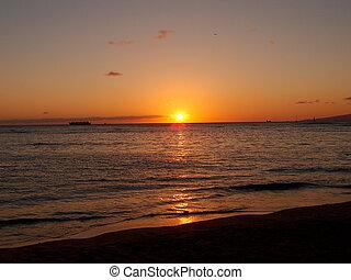 Sunset over ocean on Kaimana Beach