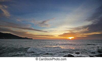 Sunset over restless tropical ocean - Video 1920x1080 -...