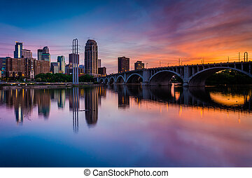 Sunset over the Minneapolis skyline and Mississippi River, in Minneapolis, Minnesota.
