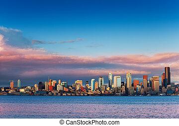 Sunset skyline of Seattle downtown over Elliot bay