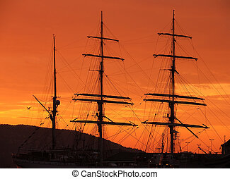 Sunset to seacoast in Bergen (Norway)
