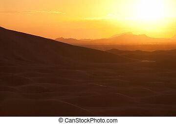 Sunset with sand dunes at Erg Chebbi, Merzouga.