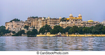 Sunset with view to the city palace in Udaipur
