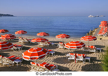 Sunshades on the beach in France - Sunshades and deckchairs ...