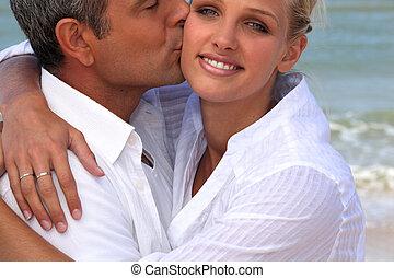 suo, amica, baciare, biondo, spiaggia, uomo
