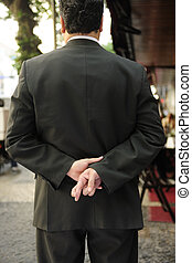 suo, dita, indietro, dietro, attraversato, uomo affari, liar: