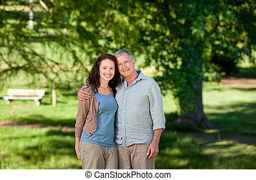 suo, figlia, dall'aspetto, padre, macchina fotografica
