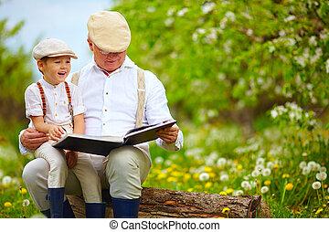 suo, giardino, nipote, libro, lettura, azzurramento, nonno