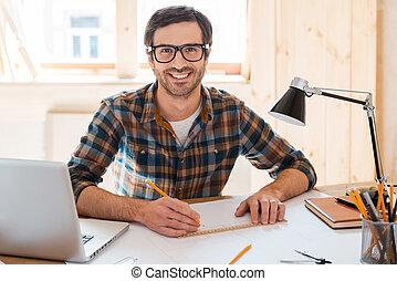 suo, lavorativo, seduta, spazio, create., giovane, progetto, mentre, macchina fotografica, posto, disegnare, sorridente, bello, mio, uomo