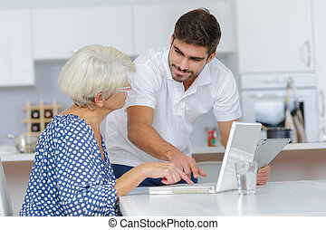 suo, nipote, computer, adulto, nonna, usando, insegnamento