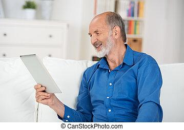 suo, schermo, anziano, tablet-pc, lettura, uomo