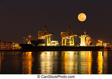super, lune, et, récipients cargaison, chargement, expédition, par, grue, soir, time.