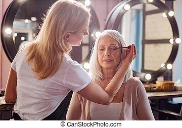 supercílios, aplicando, estilista, dela, womans, pessoal, mascara