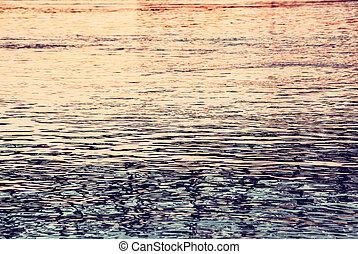 superfície água, de, rio danúbio, em, pôr do sol, retro, filtro