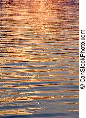 superficie del agua, oro