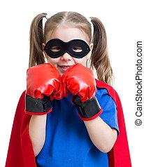 superhero, niño, llevando, guantes de boxeo