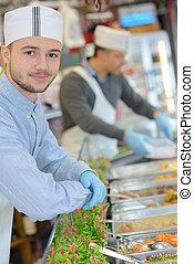 supermarkt, assistent, staand, naast, delicatessen, toonbank