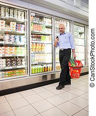 supermarkt, mobiele telefoon