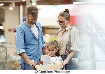 supermercato, shopping, giovane famiglia, felice