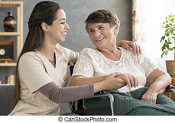 supporting, медсестра, женщина, пожилой, счастливый