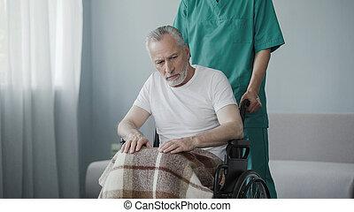 supporting, пациент, инвалидная коляска, сидящий, отключен, старшая, мужской, медсестра, человек