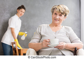 Supportive and helpful nurse - Servant help cleaning the...