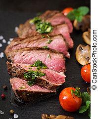 supporto raro, vegetables., manzo, succoso, bistecca, cotto ...