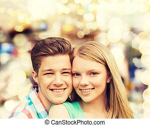 sur, étreindre, lumières, fond, sourire, couple