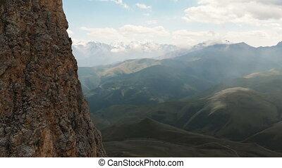 sur, bourdon, extrême, voler, rocheux, voyage, mountaineering., affleurements, par, vol, gros plan, sunset., dièse, vidéo, rocher, aérien, escarpé, vue, montagne, formations