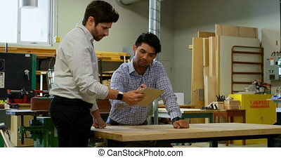 sur, charpentiers, tablette numérique, discuter, 4k