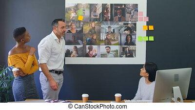 sur, collègues affaires, discuter, photographies, réunion, 4k