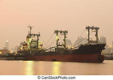 sur, commercial, camion, flotter, rivière, port, bateau