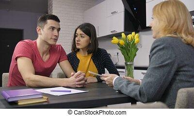 sur, hypothèque, couple, jeune, agent, conversation