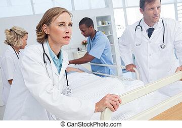 sur, médecins, patient, lit, promenade