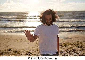 sur, t-shirt, mer, blanc, homme, plage, heureux