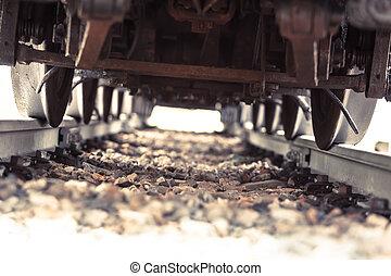 sur,  train, course
