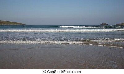 Surf and waves Crantock Cornwall uk - Waves on Crantock ...