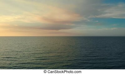 surface, ou, mer, dramatique, océan, au-dessus, nuages