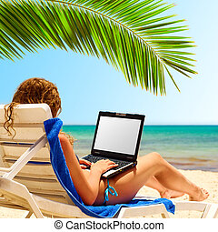 surfando, ligado, a, praia., laptop, exposição, é, corte, com, caminho cortante