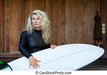 surfboard, sedět, veranda, štafle, děvče, pláž, vila