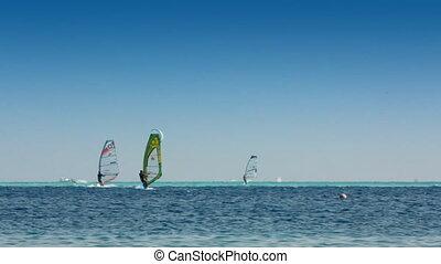 surfen, -, windsurfer, und, kitesurfer, auf, blaues, meer,...