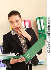 surpreendido, mulher negócio, em, dela, escritório