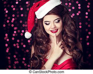 surpreendido, santa, menina, com, toque, lips., bonito, mulher sorridente, modelo, em, chapéu vermelho, sobre, parte christmas, luzes, experiência., makeup., saudável, cabelo longo, style.
