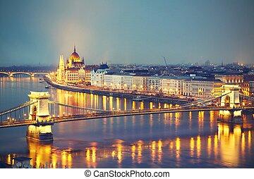 surprenant, crépuscule,  Budapest