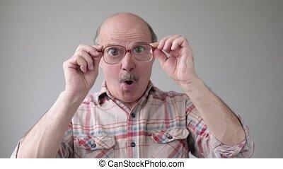 surpris, incertain, énorme, grand-père, unassured, glasses.,...