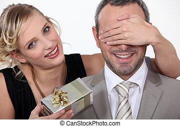 surprise, couple, cadeau