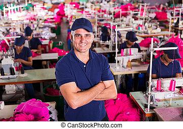 surveillant, usine, bras croisés, personne agee, habillement