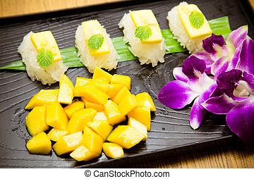 Sushi mango and sticky rice